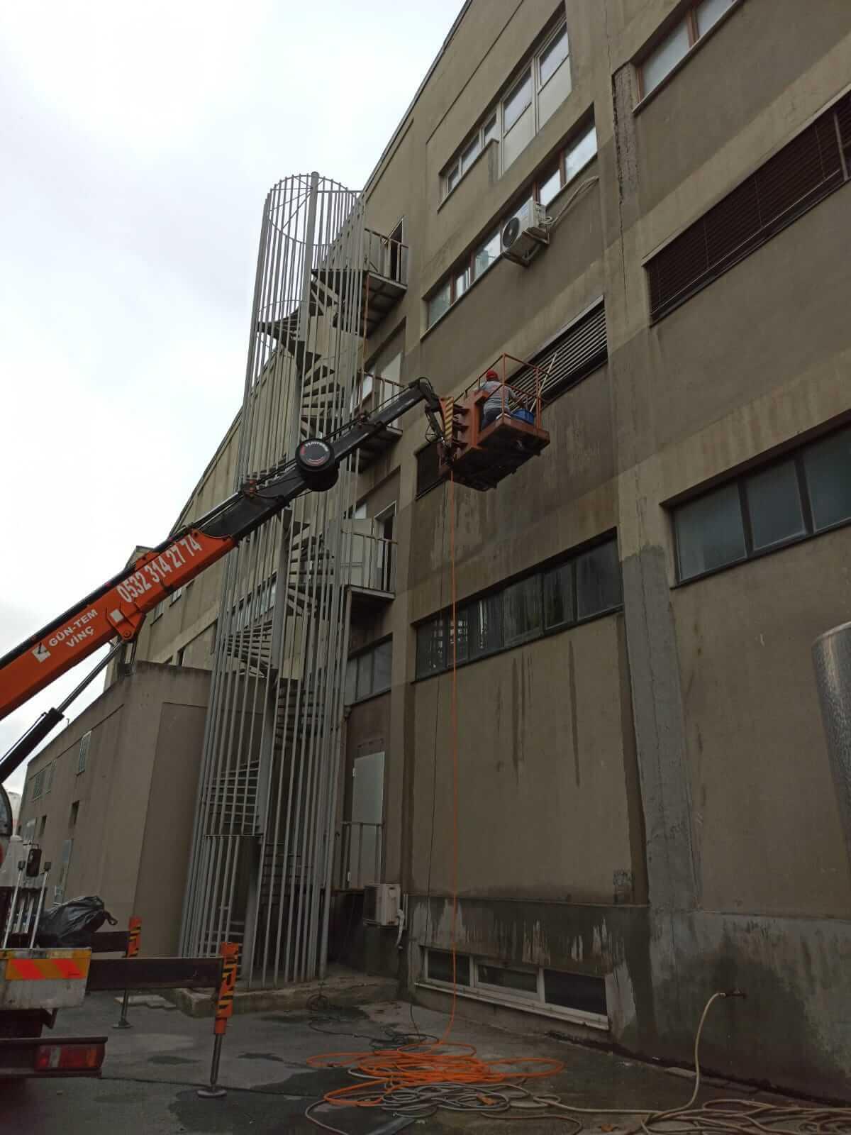 Bina dış cephe temizliği çalışmaları
